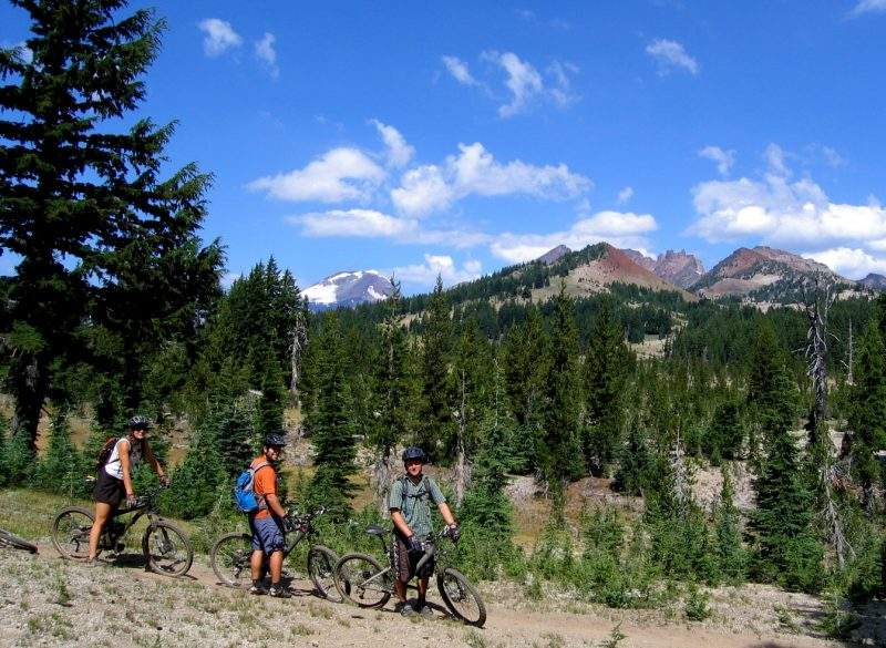 Mountain bikers enjoying summer in the great outdoors around Bend