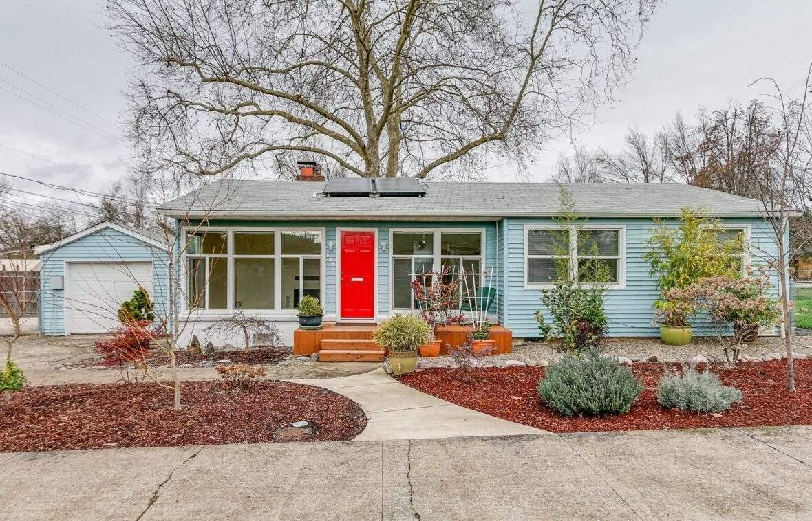 Amazon Neighborhood Eugene nice home with solar panels