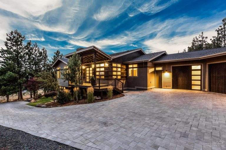 Awbrey Butte Neighborhood Bend beautiful modern home