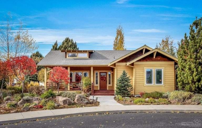 Boyd Acres Neighborhood Bend nice home with beautiful landscaping