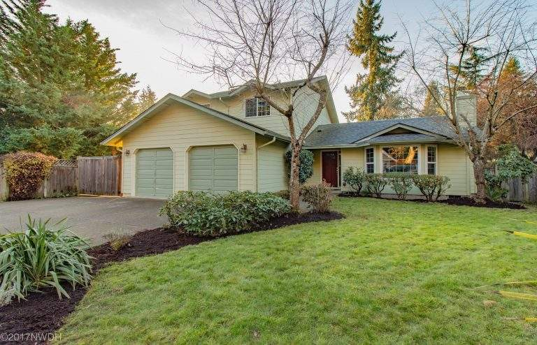Cal Young Neighborhood Eugene lovely home with professional landscaping