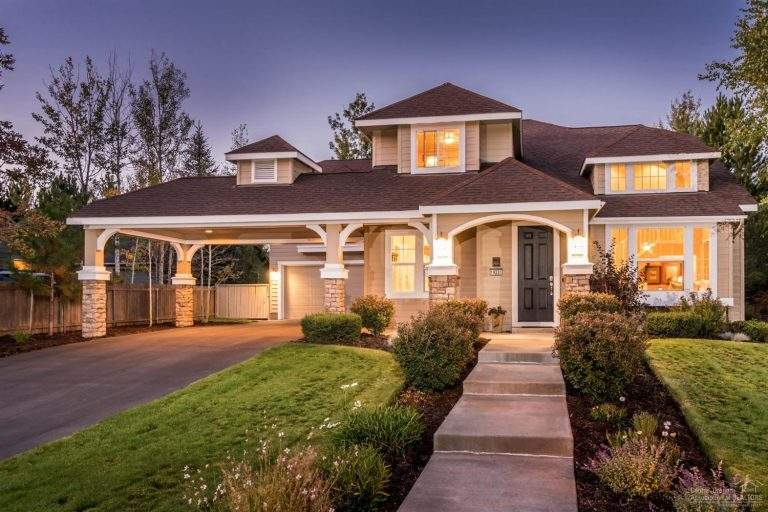 Century West Neighborhood Bend lovely home with modern design