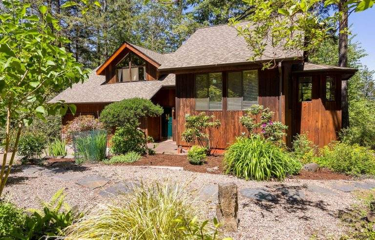 Laurel Hill Valley Neighborhood Eugene nice home with natural finish
