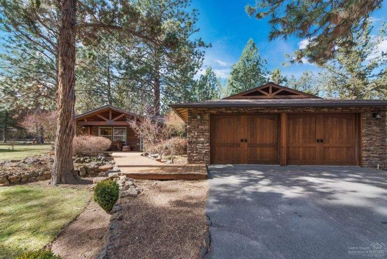 Old Farm neighborhood Bend lovely secluded home with wood garage doors