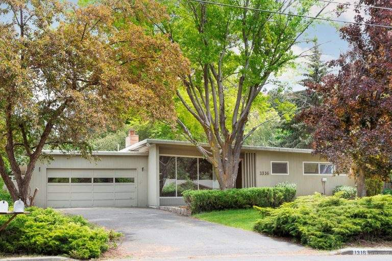 Orchard District Midtown Neighborhood Bend ranch-style home with flat roof