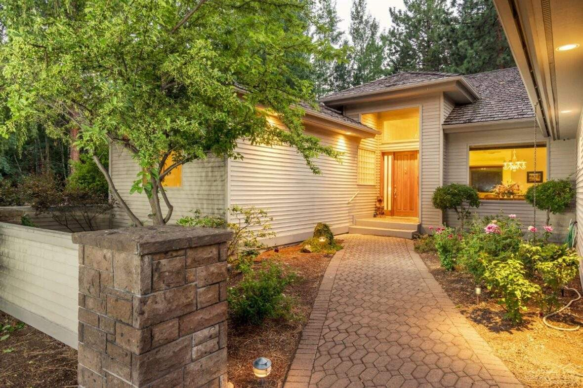 Southeast Bend Neighborhood nice modern home