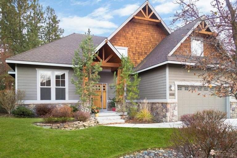 Southwest Bend Neighborhood nice modern home with shingles