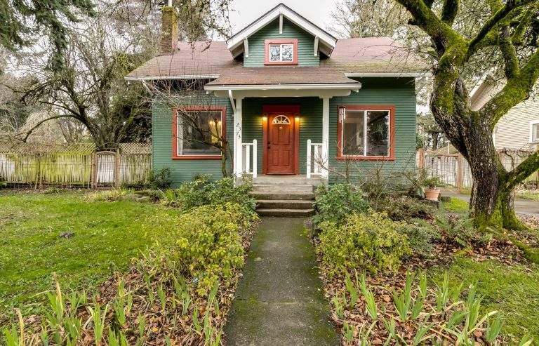 Trainsong neighborhood Eugene nice little home