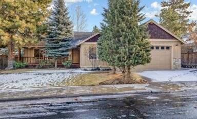 featured LOHR Real Estate Bend Oregon Listing 60838 Sawtooth Mountain Ln. kitchen
