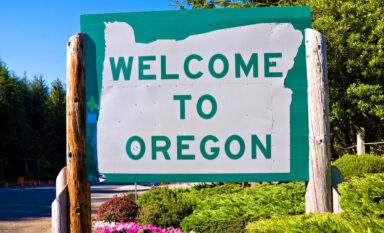 Welcome to Oregon sign along Highway 101